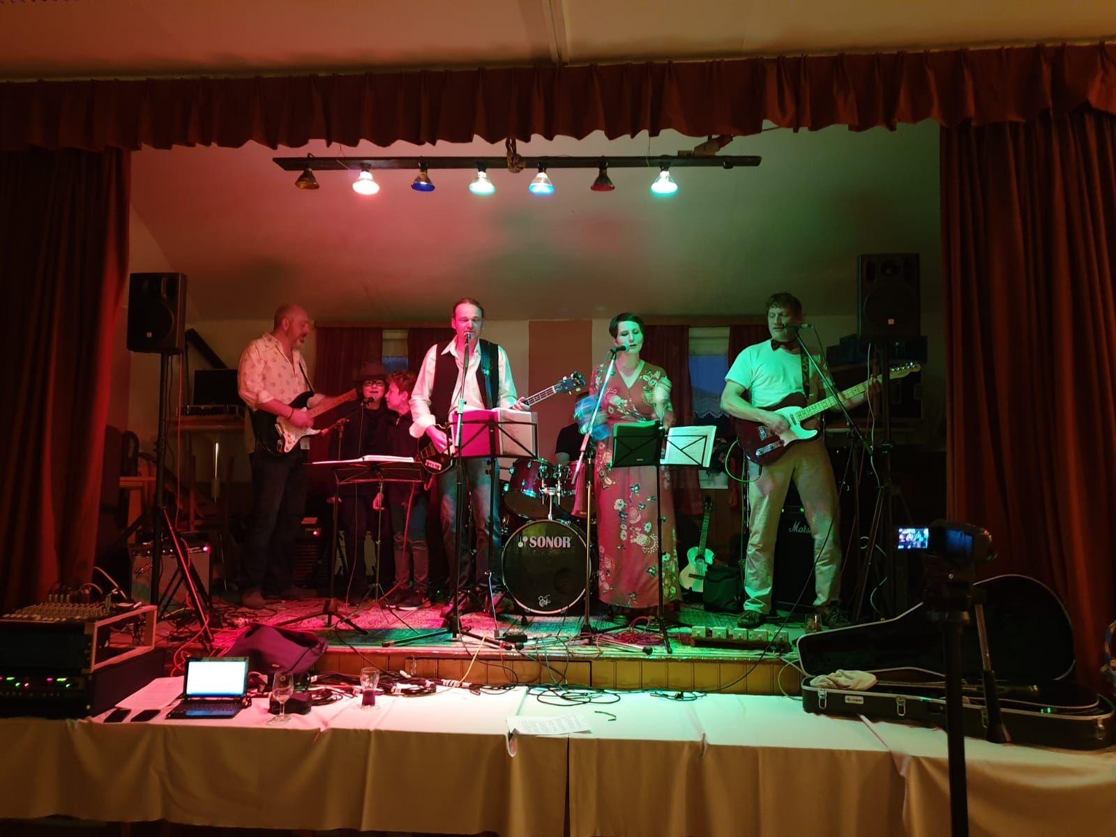 Die Redbirds auf der Bühne